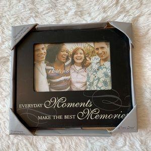 Black memory frame